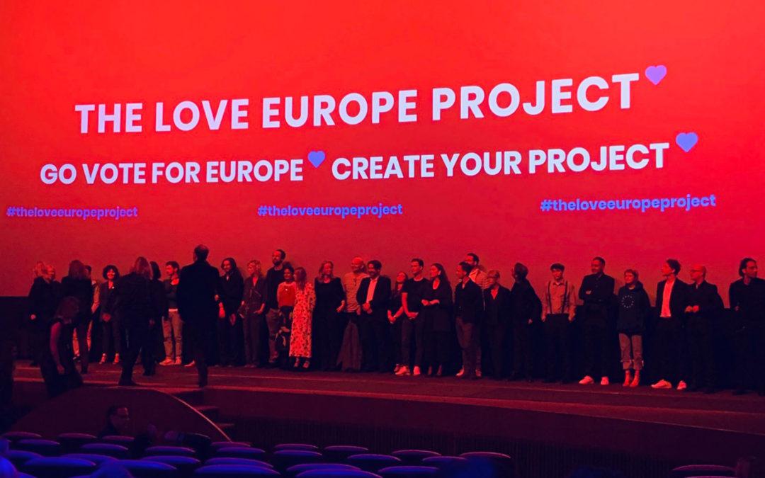 "Mohammadi Akhabach zusammen mit Außenminister Maas bei dem ""The Love Europe Project"" Event"